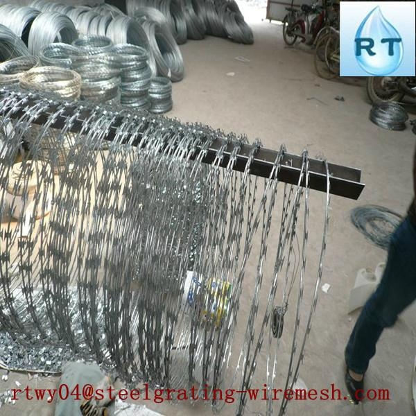 hot dipped ga  anized razor barbed wire (top quality)