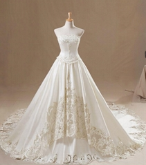 Customized Made Embriodery Strapless A Line Large Tailing Wedding Dress