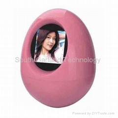 Egg digital picture frame with clock