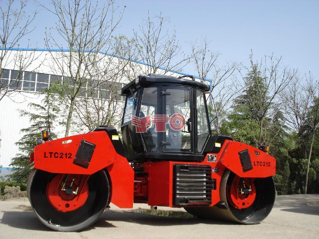 14吨全液压双驱动双钢轮振动压路机 2