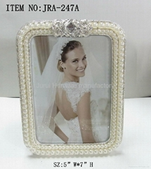 Wedding photo frame with pearls