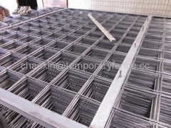 Reinforcing mesh pane, welded steel panel