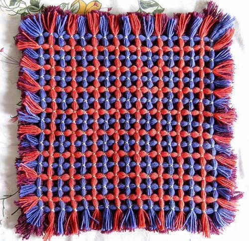 框子手工编织毛线坐垫,手工旧毛线编织坐垫,手工编织毛线坐高清图片