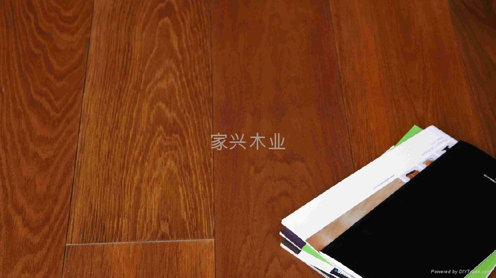 橡木深红色浮雕复合实木地板
