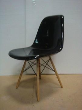 Eames DSW Chair in fiberglass 1