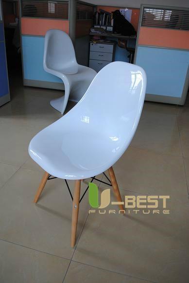 Eames DSW Chair in fiberglass 2