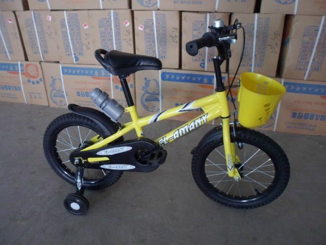 Nice kids bike with water bottle 2