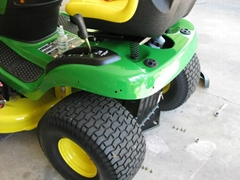 John Deere D170 54 in. 26 HP V-Twin Hydrostatic Riding Mower California Complian
