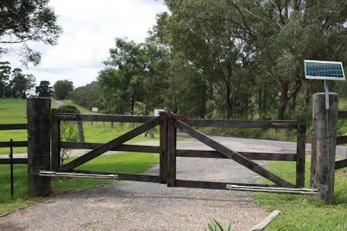Solar powered swing gate opener 5