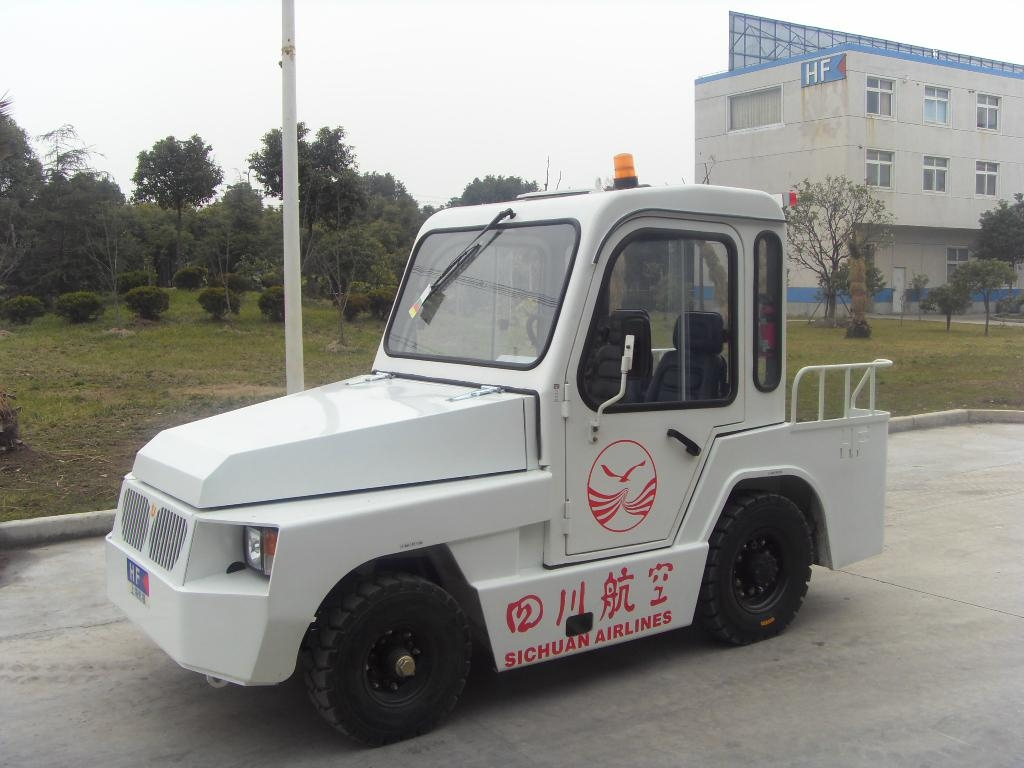 Baggage Towing Tractor 1