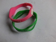 Energy-boosting bracelet