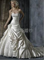 2014新款婚緞面蕾絲花朵拖尾婚紗