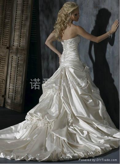 2014新款婚緞面蕾絲花朵拖尾婚紗 2