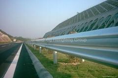Hot dip ga  anized highway guardrail