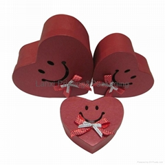 Heart-type red paper gift box with smiling patterning wedding candy chocolate