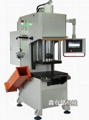 单柱精密数控液压机