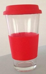 Drink glass with silicone lid