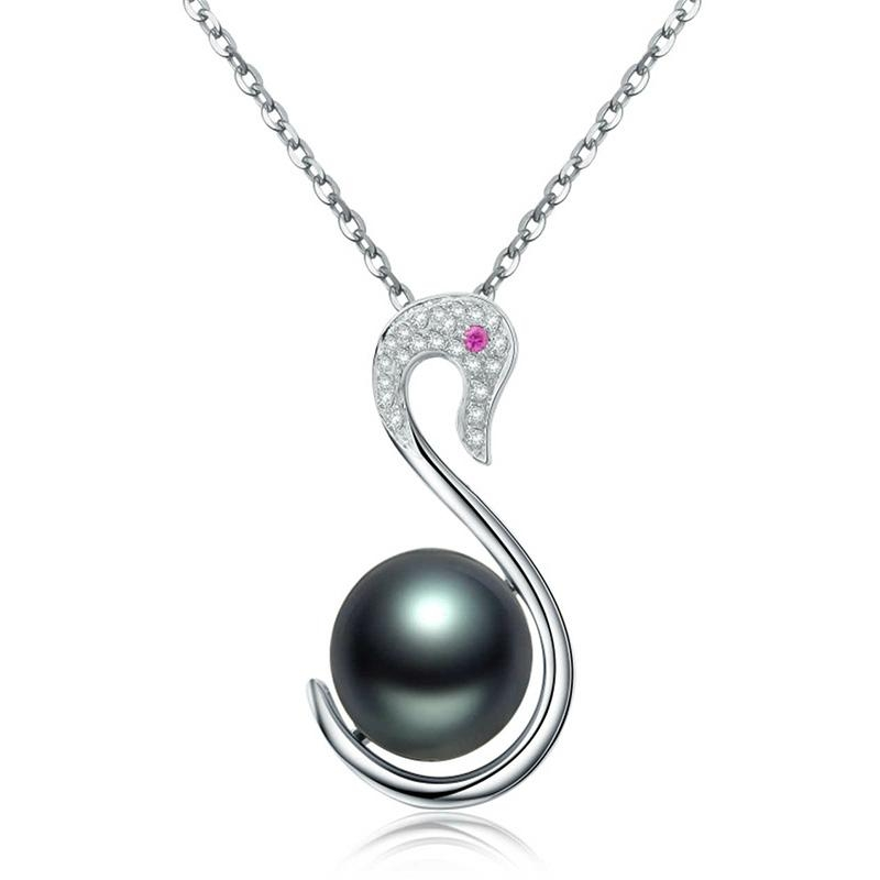 18 k white Tahiti black pearls 1