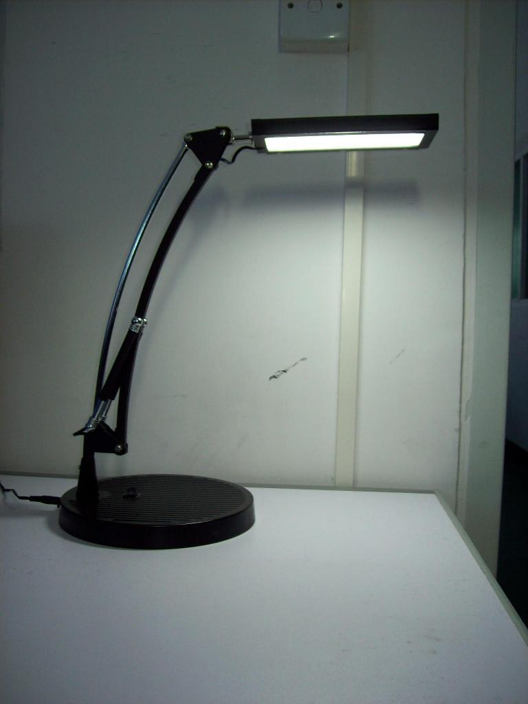 target 5w led lamp just google led desk lamp find a fue you like and. Black Bedroom Furniture Sets. Home Design Ideas