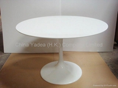Tulip table in fiberglass