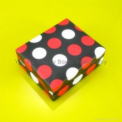 RED AND WHITE DOT BOX FOR PENDANT