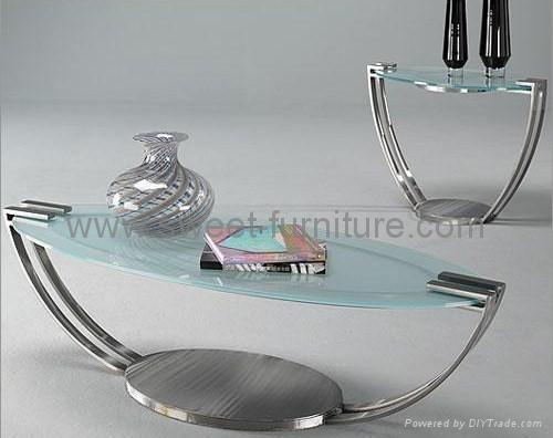 modern glass coffee table. Modern coffee table in glass