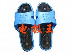 Massages the shoes