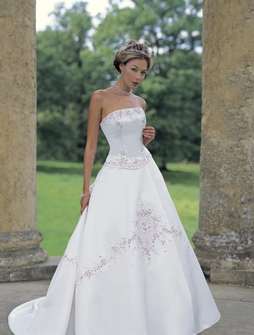 Striking and Stunning Wedding Gown by Dytrade