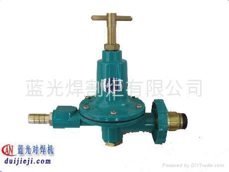 中压液化石油气减压阀与标准液化石油气瓶连接使用图片