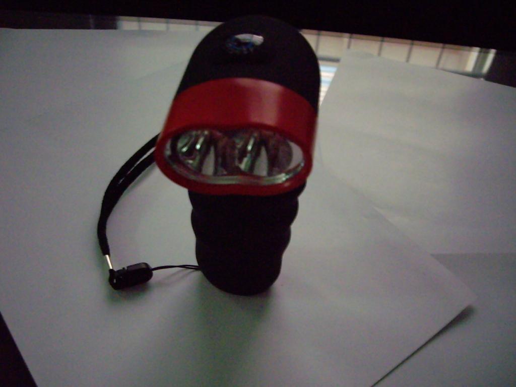 Hand winding flashlight XC-233 1