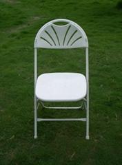 Fan back plastic folding chair