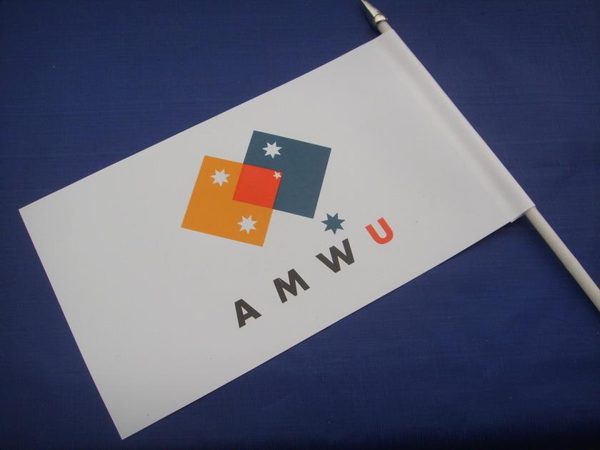 Memo Holder & Hand Flag 4