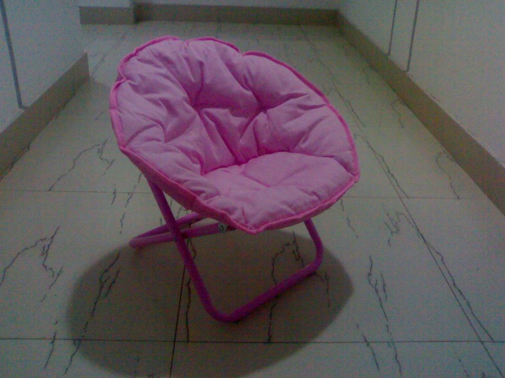 Kid's moon chair 1
