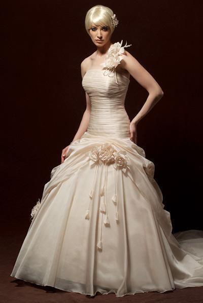 http://img.diytrade.com/cdimg/489319/2994284/0/1245121581/wedding_dress_prom_dress_evening_dress_bridesmaid.jpg