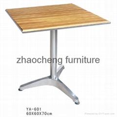 户外木桌子