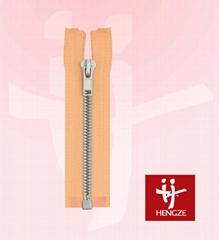 Plastic zipper with silver teeth O/E A/L