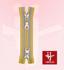 Plastic zipper with reflectible tape 2 O/E A/L