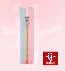 Plastic zipper with two color teeth C/E A/L