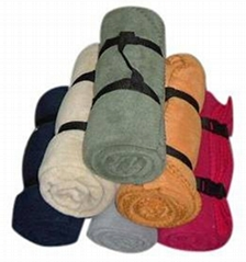 fleece blanket with strap packaging
