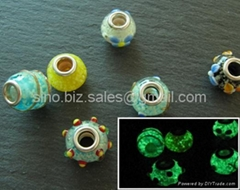 Glow in the dark glass beads
