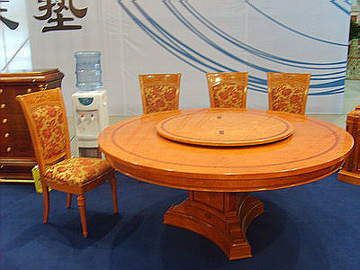 Classic round dining table 1