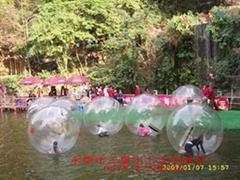 哇!!!水上步行球来了,刺激又好玩!!!