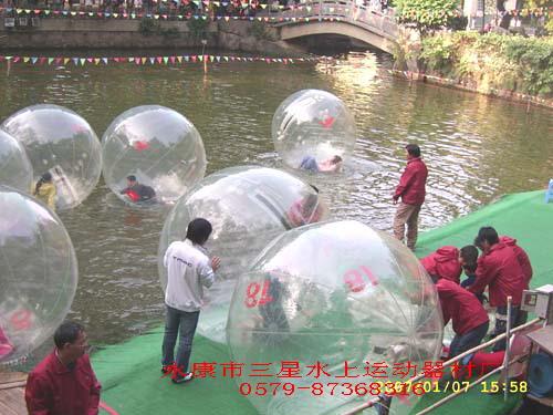 1800元的水上步行球!!还在等什么呢?? 1