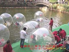 1800元的水上步行球!!还在等什么呢??