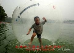 2007年水上运动的新潮流:水上步行球来了!仅1800元