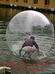 风行欧美水上运动项目的水上步行球来了!