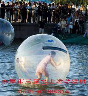 """水上步行球""""漂""""出欢乐来! 1"""