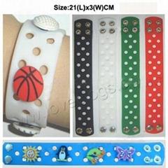 bracelets /wristbands