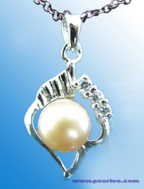 South Pearl Pendant 1