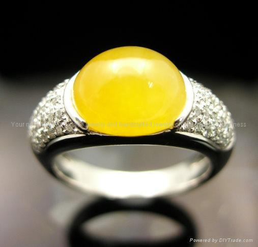 Makai's Rings 18K_White_Gold_Diamond_with_Yellow_Jade_Ring